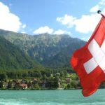 Bandiera e paesaggio svizzero